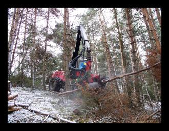 Engin de travaux forestier de la Maison familiale - Ecole Forestière de Javols en Lozère