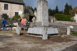 L'entreprise Batifol s'attaque à la rénovation du monument aux morts de Javols