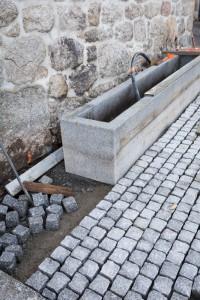 Aménagement de la fontaine de la place.