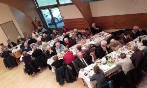 Le repas des aînés à la salle des fêtes.