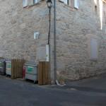 Cache-container près de l'ancienne école (Polygone) à Javols en Lozère.