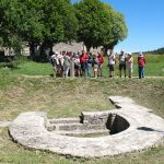 Rando culturelle à Javols : devant le bassin des thermes