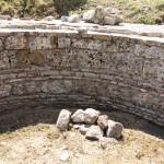 Les murs du bassin des Thermes en cours de refection.
