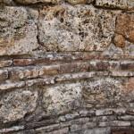 Mur en refection du bassin des Thermes