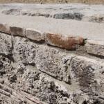 Mur bassin des thermes restaurée.
